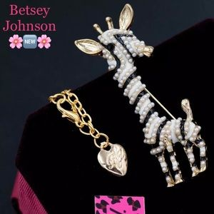Betsey Johnson Giraffe Necklace - Pendant …